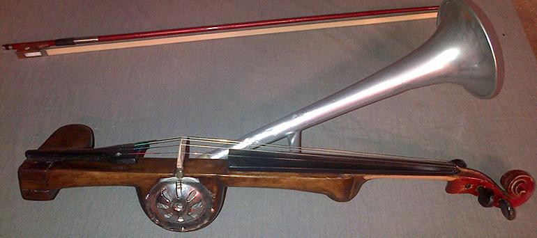 Restauro violino a tromba