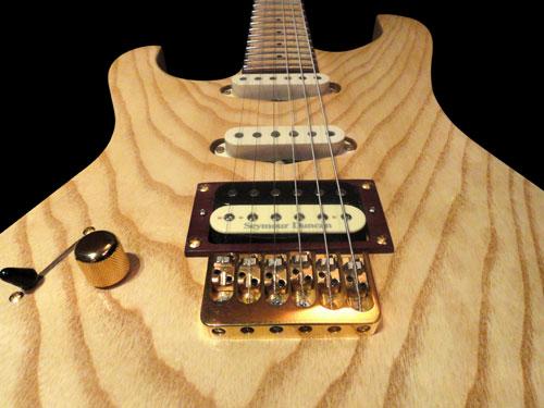 Glammy – pickup Seymour Duncan Custom (p), Twangbanger (c), Mama Classic (n)